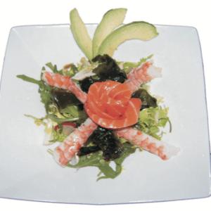 Salade avocat au filet de saumon et crevettes
